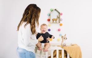 Болит живот у младенца